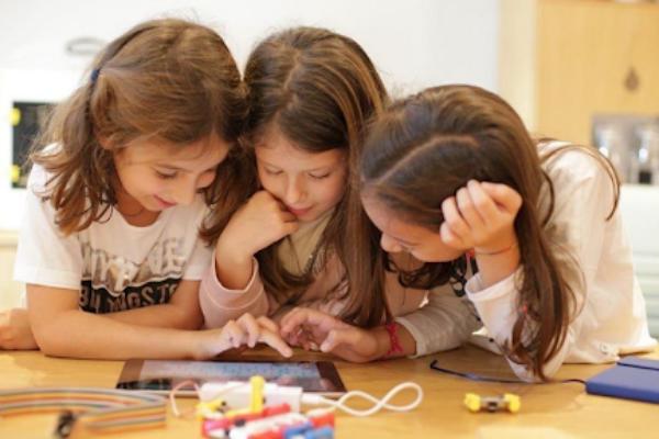 Future Jobs Children playing on app